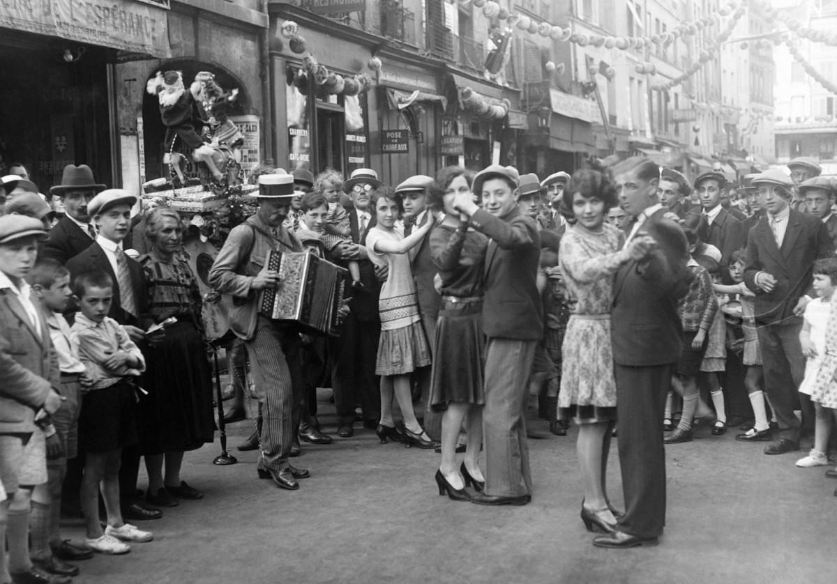 ретро фото день взятия бастилии праздник на улице