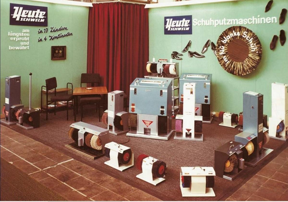 1950 год. Экпозиция первых в мире аппаратов для чистки обуви Heute